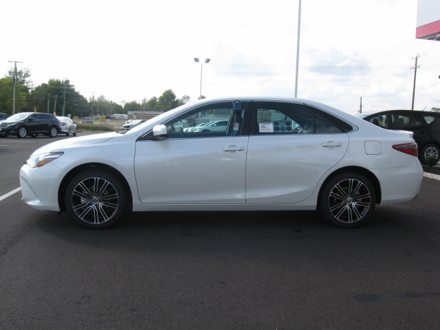 2016 toyota camry se special edition lima oh 11392298. Black Bedroom Furniture Sets. Home Design Ideas