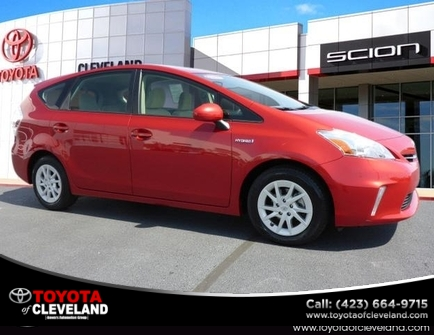 Toyota Prius v Five 2012