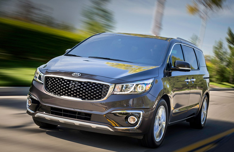 2016 Kia Sedona minivan vs 2016 Chrysler Town & Country St. Petersburg FL