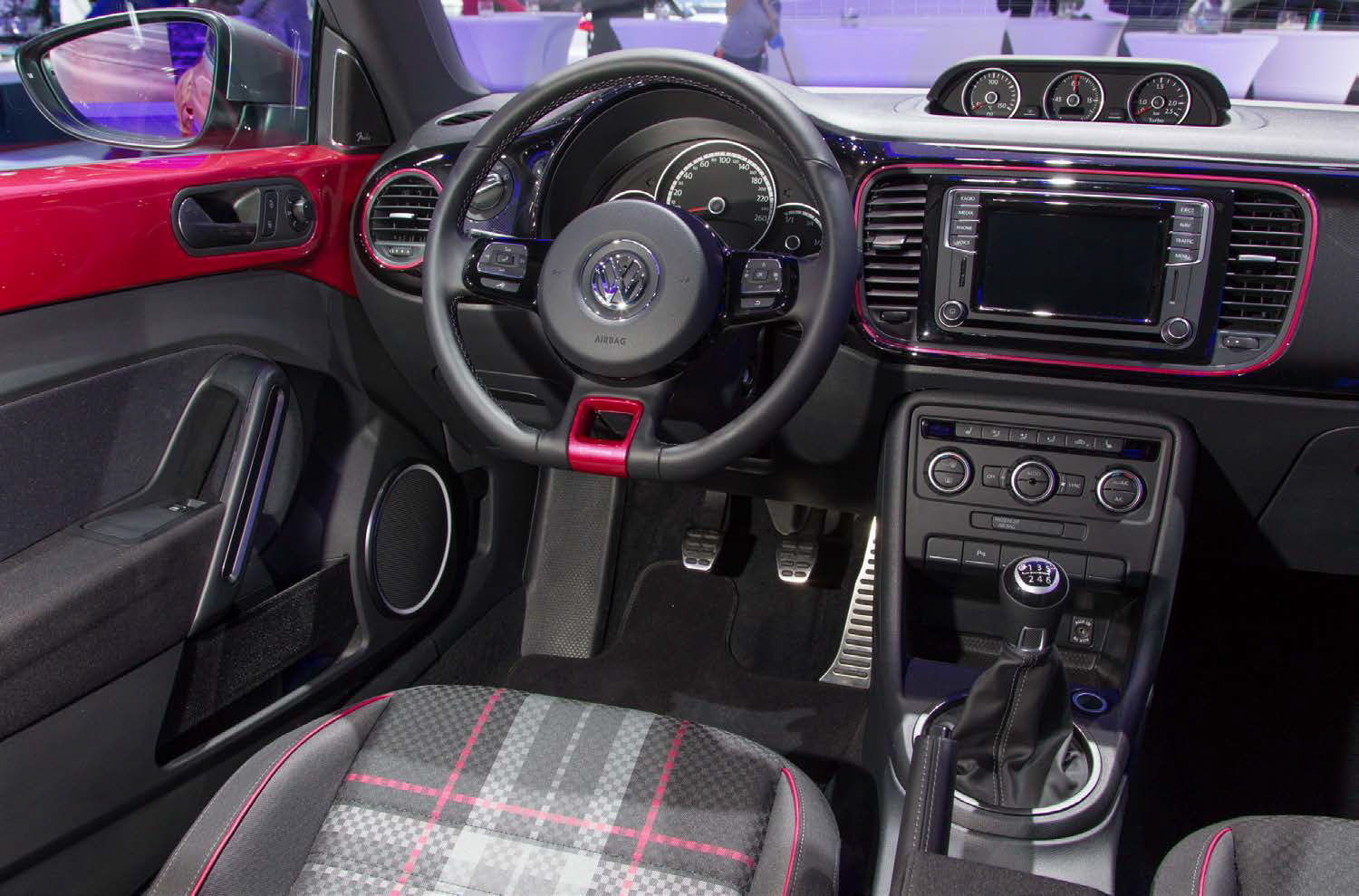 meet the 2017 volkswagen pinkbeetle the car named after its own hashtag longgo auto parts. Black Bedroom Furniture Sets. Home Design Ideas
